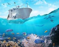 Łódź rybacka w oceanie ilustracja 3 d zdjęcie stock