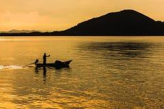 Łódź rybacka w ranku morzu Obraz Royalty Free