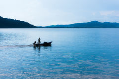 Łódź rybacka w ranku morzu Obraz Stock