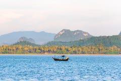 Łódź rybacka w ranku morzu Zdjęcie Royalty Free