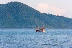Łódź rybacka w ranku morzu Fotografia Stock