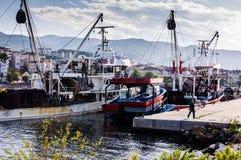Łódź Rybacka Zbliża się rybak zatoki Yalova Turcja Zdjęcia Royalty Free