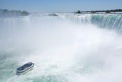 łódź spadać Niagara Obraz Royalty Free