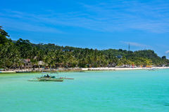 Łódź w Błękitnej lagunie wyspa Boracay Filipiny Zdjęcia Royalty Free
