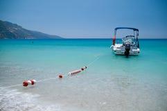 Łódź w błękitnym morzu, Oludeniz, Turcja Obrazy Royalty Free