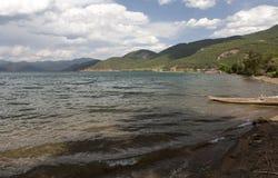 Łódź w Chińskim jeziorze Fotografia Royalty Free
