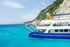 Łódź w Jasnej błękitne wody w Lefkada wyspie, Grecja -4 Zdjęcia Royalty Free