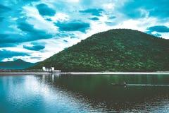 Łódź w jeziorze obraz royalty free