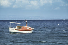 Łódź w morzu śródziemnomorskim Obraz Royalty Free