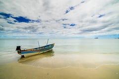 Łódź w morzu Zdjęcie Royalty Free