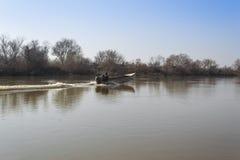 Łódź w rzece Evros w Autum obraz stock