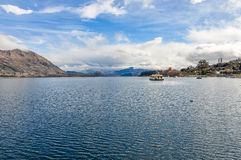Łódź w Wanaka jeziorze w Południowych jeziorach, Nowa Zelandia Fotografia Stock