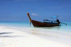 Łódź w zatoce Phi wyspa Zdjęcia Royalty Free