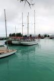 łódź zakotwiczonych portu Zdjęcie Royalty Free