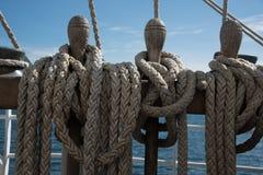 Łódkowaci drewniani rigglings i arkany fotografia royalty free
