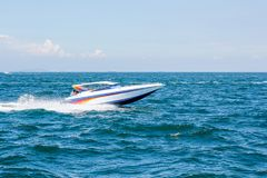 Łódkowata prędkości łódź na morzu z nieba naturalnym pięknem pattaya Thailand Zdjęcie Stock