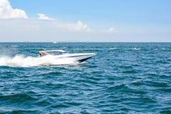Łódkowata prędkości łódź na morzu z nieba naturalnym pięknem pattaya Thailand Zdjęcia Royalty Free