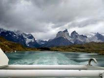 Łódkowata przejażdżka w «Pehoé «jeziorze fotografia royalty free