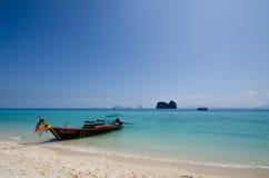 Łódkowata przerwa przy wybrzeżem Obraz Royalty Free