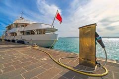 Łódkowata Refueling stacja, Turystyczny port, nadbrzeże fotografia stock