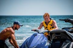 Łódkowata wycieczka na wodnym rowerze zdjęcie stock