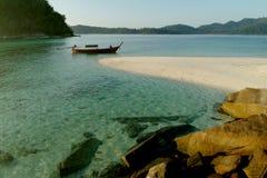 łódkowatego koh kwai longtail pobliski rząd Zdjęcia Stock