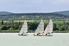 łódkowaty żeglowanie trzy Fotografia Stock