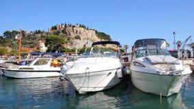 Łódkowaty żeglowanie w porcie Cassis, południe Francja zbiory
