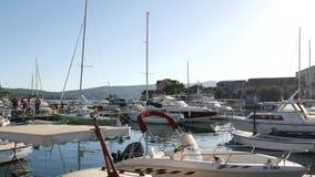 Łódkowaty dok w Montenegro, Budva zbiory