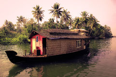 Łódkowaty dom i stojące wody Obrazy Royalty Free
