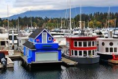 Łódkowaty dom, jacht w Węglowym schronieniu, W centrum Vancouver, kolumbiowie brytyjska, Kanada Fotografia Royalty Free