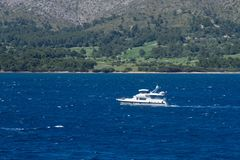 Łódkowaty jachtu żeglowanie obrazy royalty free