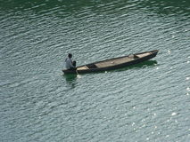 Łódkowaty mężczyzna, myśleć podczas gdy jadący Obraz Stock