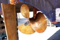 łódkowaty mosiężny śmigłowy sterowanie Zdjęcia Royalty Free