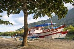 łódkowaty połowu dziewczyny portu obsiadanie fotografia royalty free