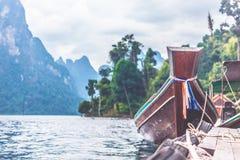 łódkowaty pobliski molo Obrazy Royalty Free