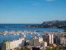 Łódkowaty schronienie i promu port w Denia, Hiszpania zdjęcia royalty free