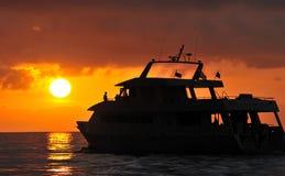 łódkowaty sylwetkowy zmierzch fotografia royalty free