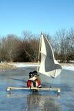łódkowatych chłopiec lodowi żagle dwa potomstwa Zdjęcie Royalty Free