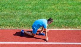 Łączna ruchliwość ćwiczy ulepszać elastyczność i funkcję Atleta biegacz przygotowywa ścigać się Biegać porady dla beginners obraz royalty free