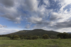 Łąka, góra i niebo, Obraz Stock