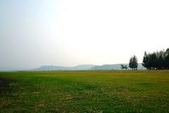 Łąka w górach w Tajlandia zdjęcia stock