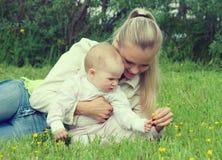 łąkowy ma rodzinny szczęsliwy duduś fotografia royalty free