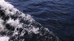 Łęk statek podnosi fala zbiory