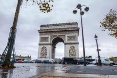 łękowatego miasta dzień krajobrazu Paris pogodny triumfalny De Triomphe łuk Widok miejsce Charles De Gaulle Obrazy Stock