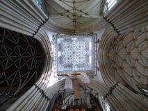 łękowaty katedralny wewnętrzny perspektywiczny widok Fotografia Stock