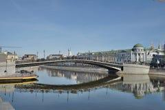Łękowaty most nad dywersja kanałem Zdjęcia Royalty Free