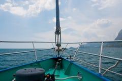 łęku deskowy łódkowaty jacht Zdjęcia Stock