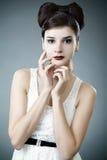 łęku elegancka modna fryzury kobieta Fotografia Stock