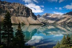 Łęku Jezioro przy Banff Park Narodowy w Kanada Zdjęcia Royalty Free
